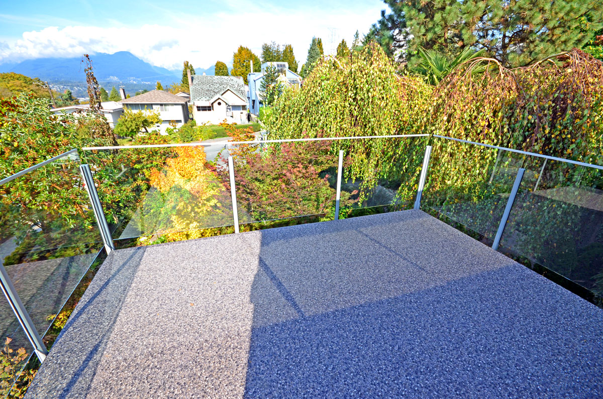 Three Ways You Can Enhance Your Views of Vancouver by Installing Glass Deck Railings